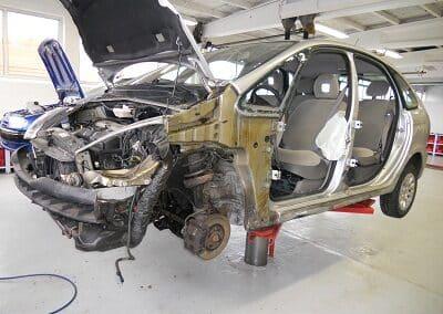 Skadet bil hos autoværkstedet Aunetto i Herning